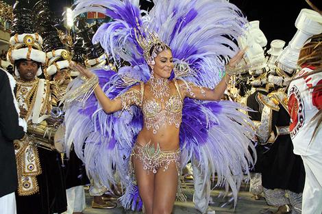 Жулиана Паес на карнавале в Рио-де-Жанейро