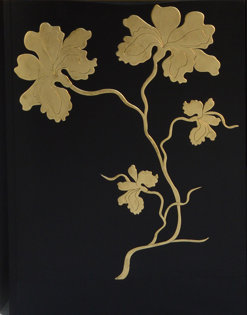 Фрагмент декора мебели из коллекции Iris, Bizzotto.