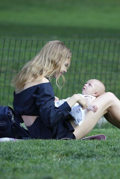 Наталья Водянова с сыном Максимом