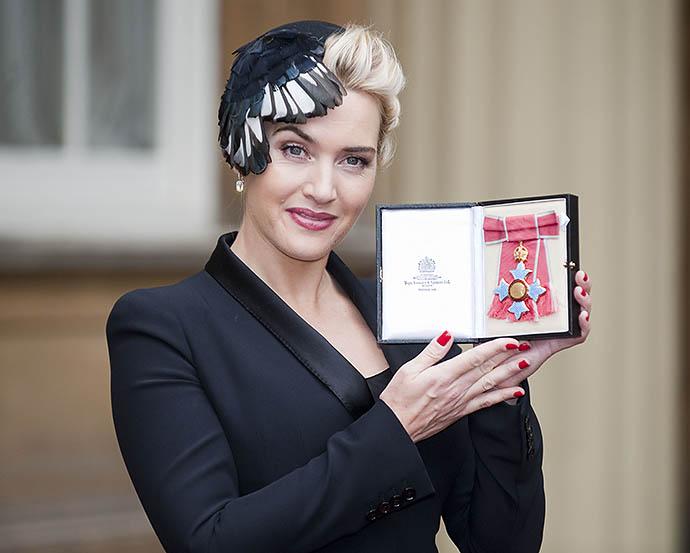 Кейт Уинслет с орденом Британской империи, 2012 год