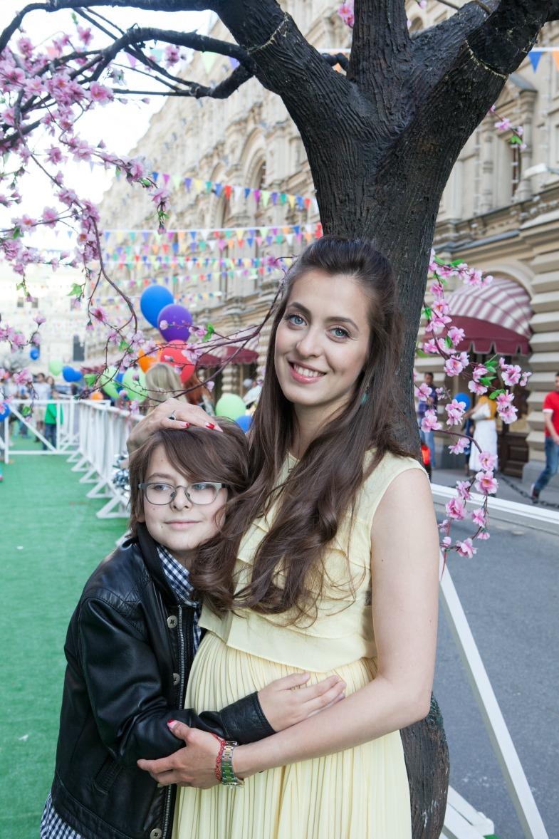 Знаменитости с детьми на празднике в ГУМе