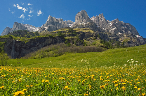На фото: Весна в горах Торрент, Швейцария