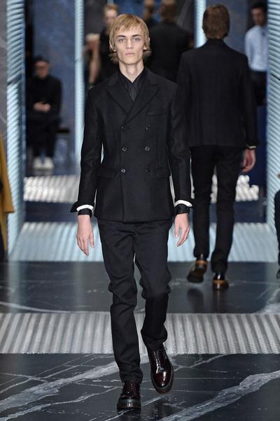 Бренд Prada представил на Неделе мужской моды в Милане сразу две коллекции | галерея [2] фото [11]