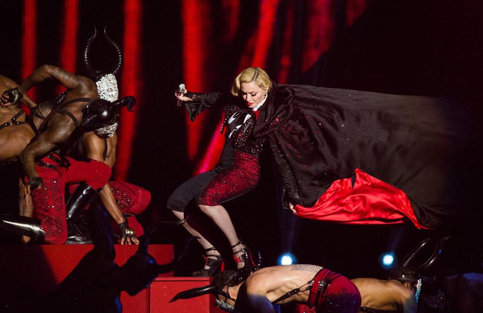 Мадонна упала: фото