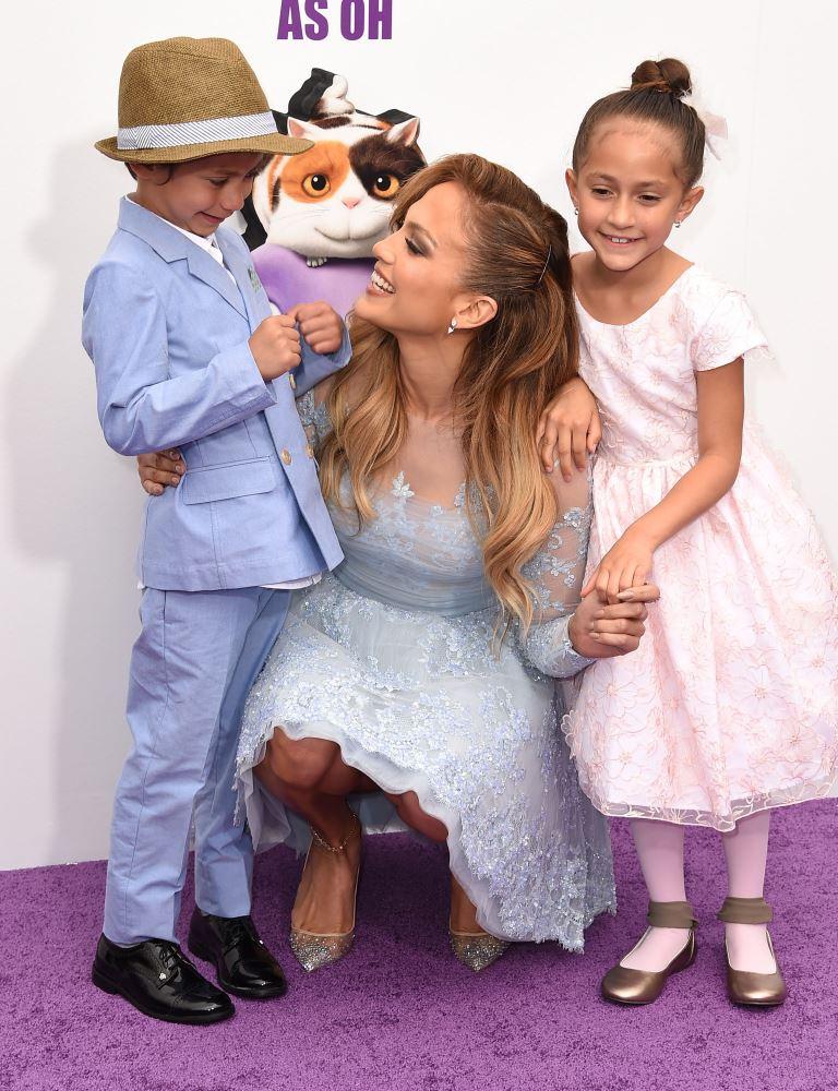 Фото дня: Дженнифер Лопес с детьми на премьере мультфильма «Дом»
