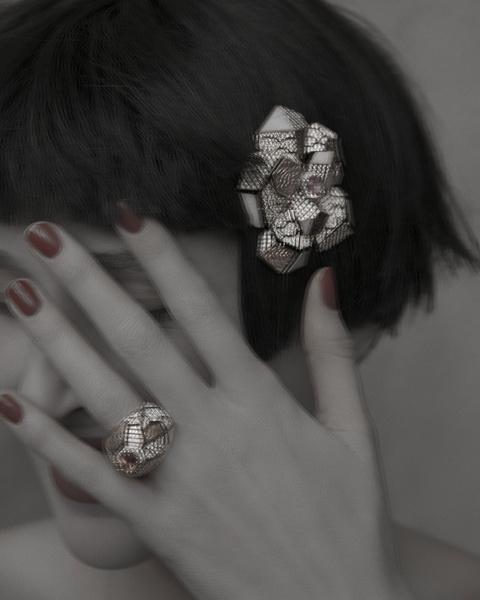 Брошь и кольцо Sunset, белое и розовое золото, бриллианты, розовые опалы, сапфиры Padparadscha, все — Chanel Fine Jewelry