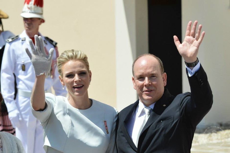 Князь и княгиня Монако на крещении близнецов