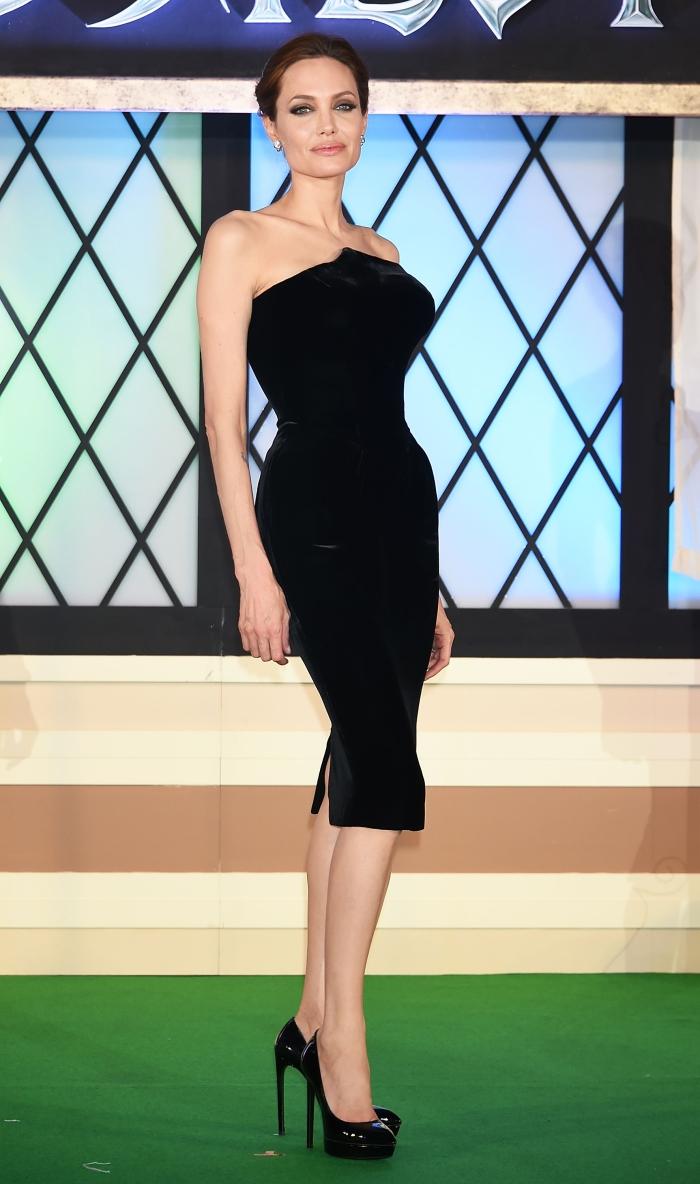 Стиль Анджелины Джоли: черные платья от Versace