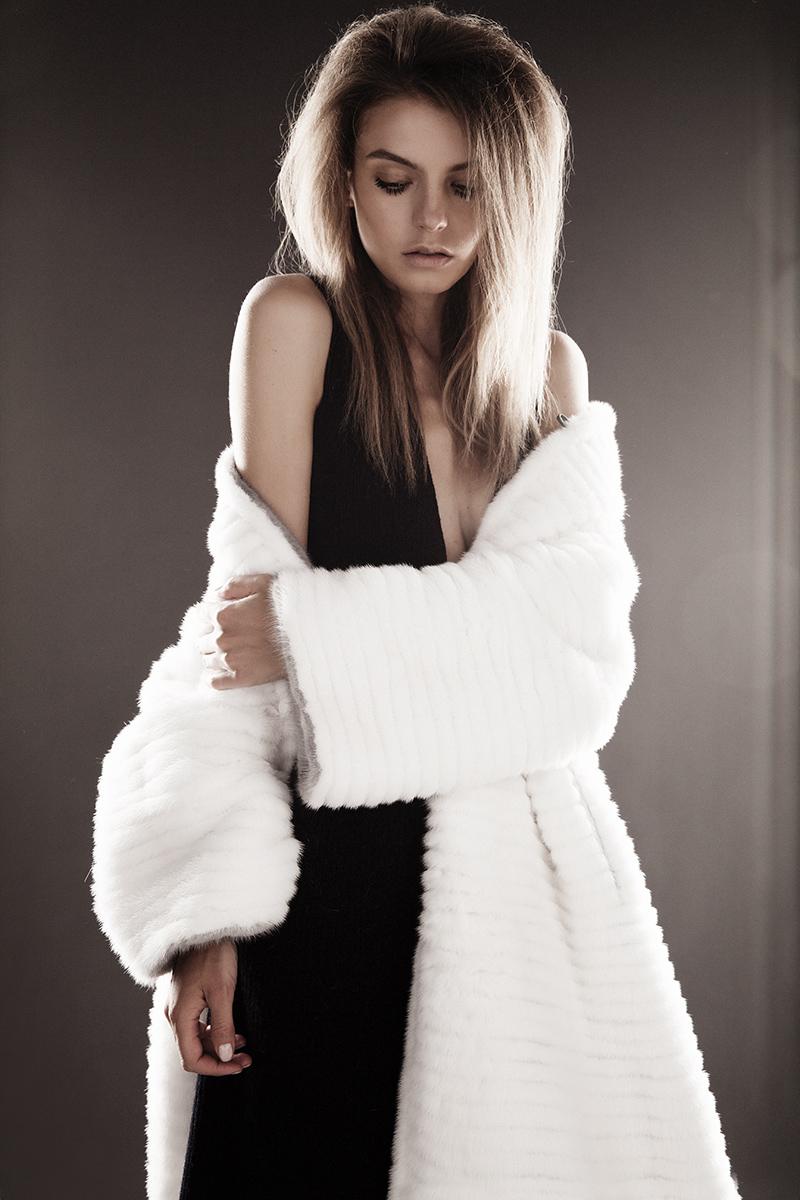 Пальто из меха норки American Legend, Blackglama; платье, Dior
