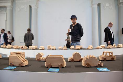 Знаменитые деревянные машинки TobeUs в Москве | галерея [1] фото [6]