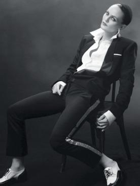 ДЖАЗ Пиджак, Alexis Mabille; сорочка, Lucien Pellat-Finet; брюки, Balmain; серьги, De Beers; ботинки, Robert Clergerie