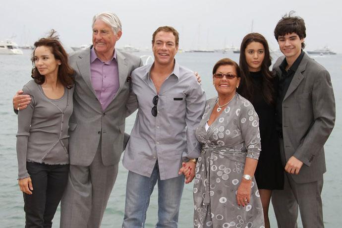 Ван Дамм с семьей