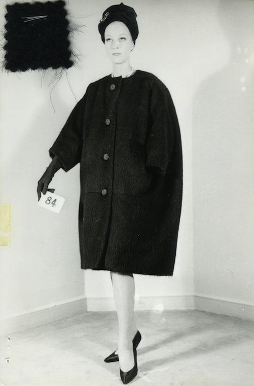 Тренд осени: просторные пальто-пледы