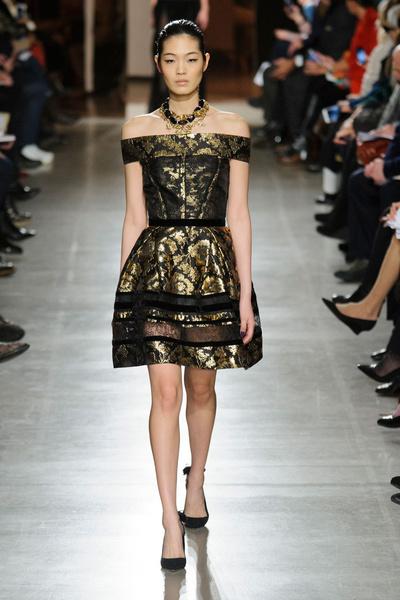 Показ Oscar de la Renta на Неделе моды в Нью-Йорке | галерея [1] фото [9]