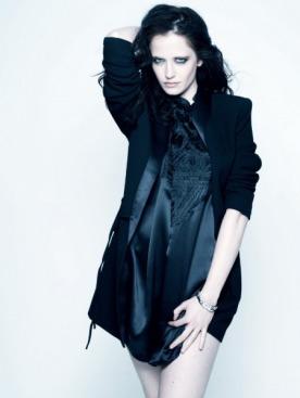 Жакет, шелковое платье с вышивкой, все — Jean Paul Gaultier; браслеты 4810 Classic, белое и желтое золото, бриллианты, черный жадеит,  Montblanc
