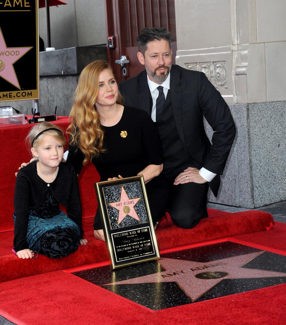 Эми Адамс с супругом и дочерью