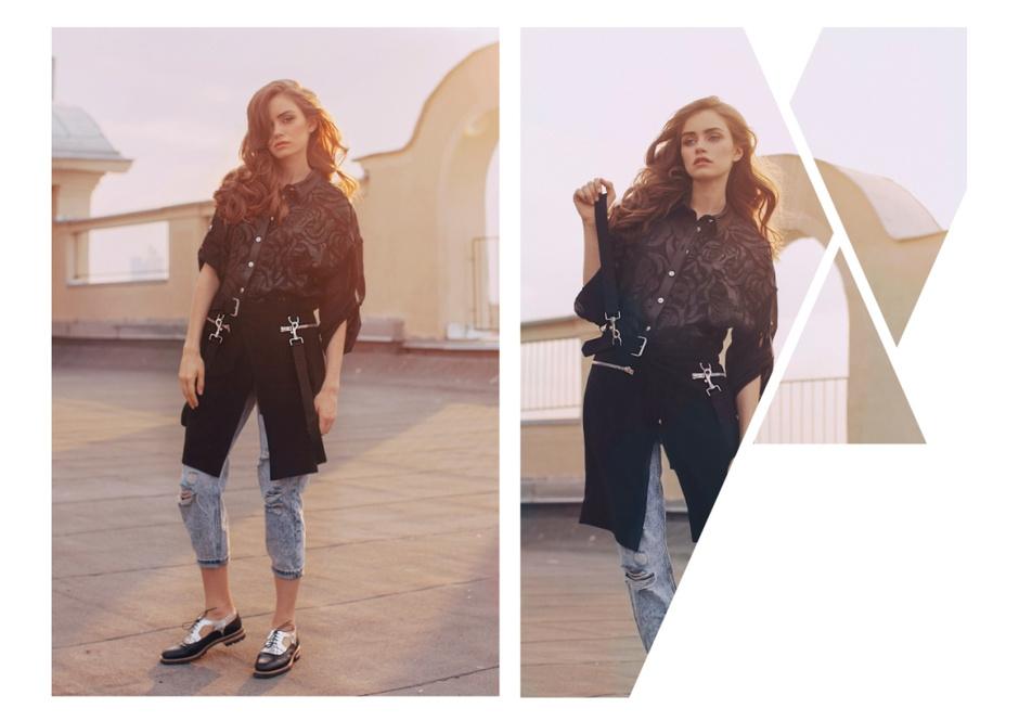 Рубашка - Versace; джинсы - Topshop; ремень-юбка - Joseph; броги - Alberto Guardiani