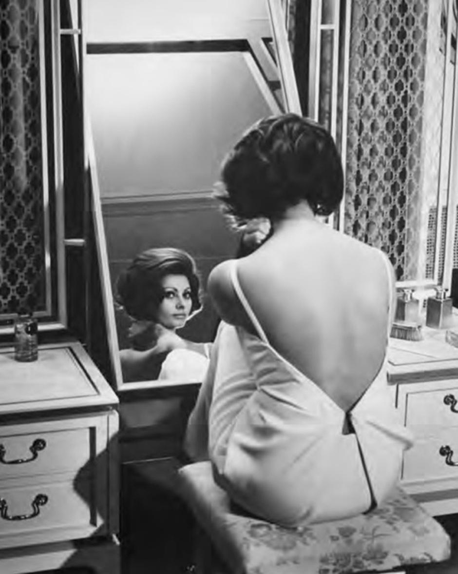 Софи Лорен в платье Dior (кадр из фильма Чарли Чаплина «Графиня из Гонконга»), 1967 год
