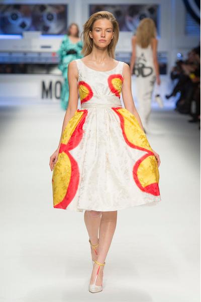 Показ Moschino на Неделе моды в Милане | галерея [5] фото [10]