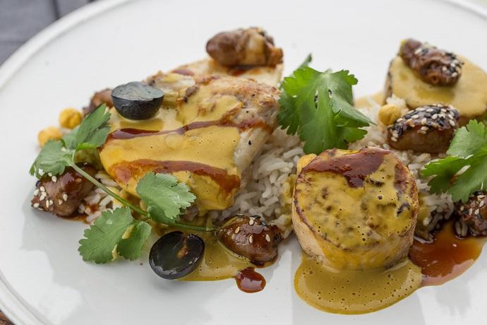 Цыпленок карри с пряным рисом, виноградом и куриным сердцем