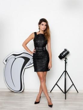 На Ренате: платье из кожи, Versace; серьги, Versace vintage; туфли, Christian Louboutin