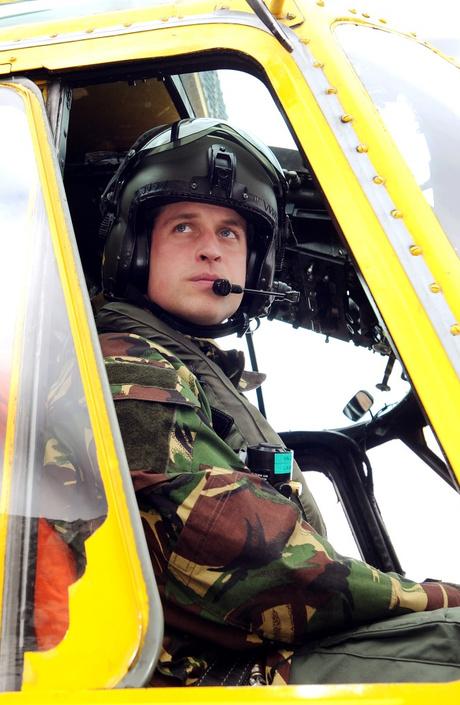 Принц Уильям получил от бабушки на день рождения вертолет