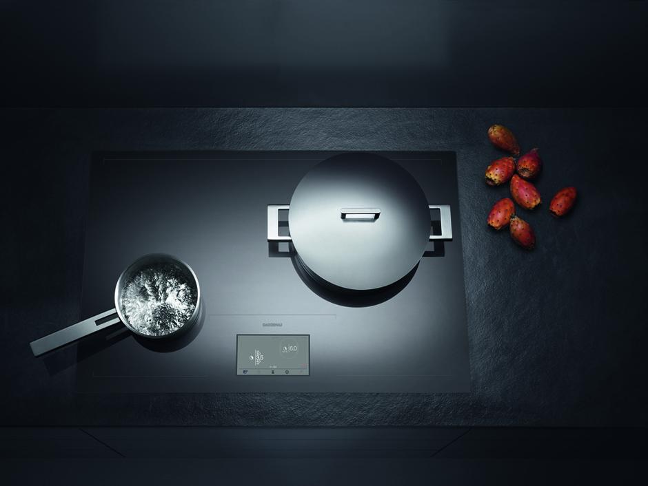 Варочная панель CX480 с индукционной зоной нагрева по всей площади прибора.