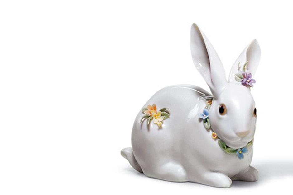 Скульптура «Внимательный кролик с цветами», Lladró, бутики Lladró