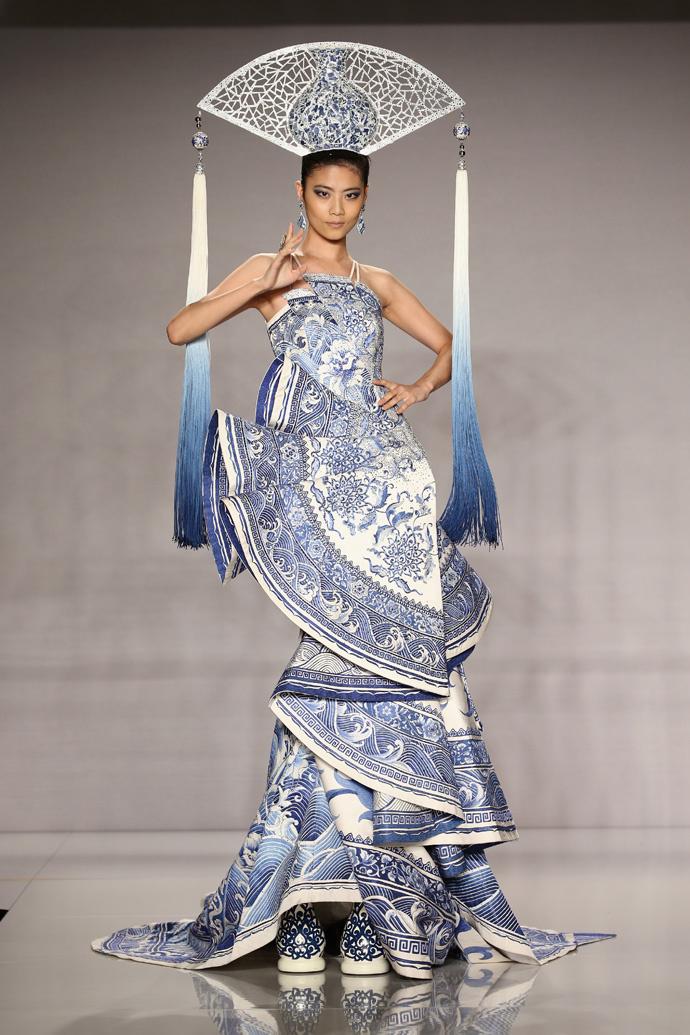 Показ Guo Pei Couture в рамках Fashion 4 Development Award
