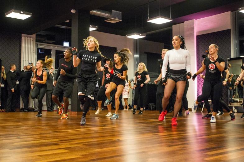 До седьмого пота: танцевально-акробатические студии в Hard Candy Fitness