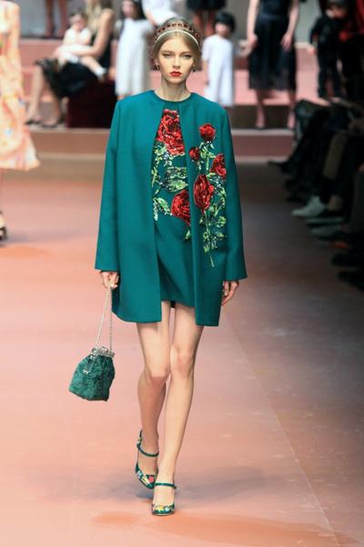 Дочки-матери: Dolce & Gabbana представили семейную коллекцию на Неделе моды в Милане | галерея [2] фото [3]