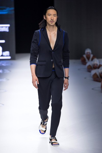 Показ Dirk Bikkembergs в рамках Недели мужской моды в Милане