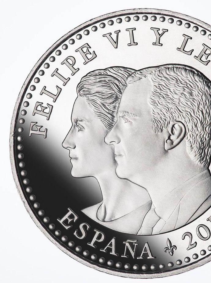 монета с портретом короля Фелипе VI и королевы Летисии