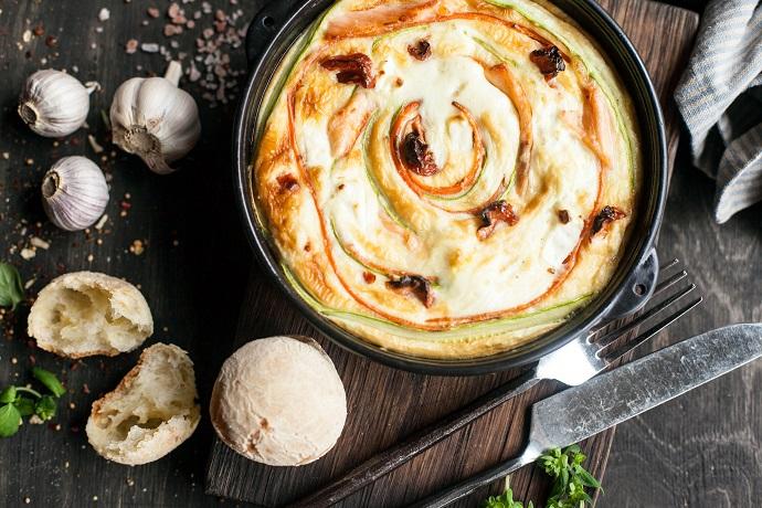 Запеченный омлет с овощной спиралью