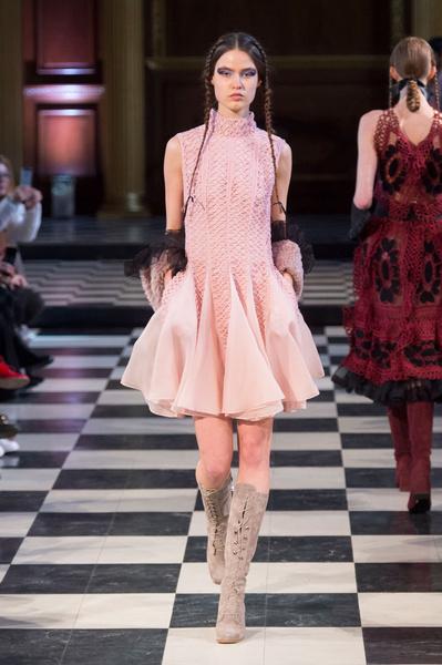 Самые красивые образы Недели моды в Лондоне | галерея [1] фото [86]
