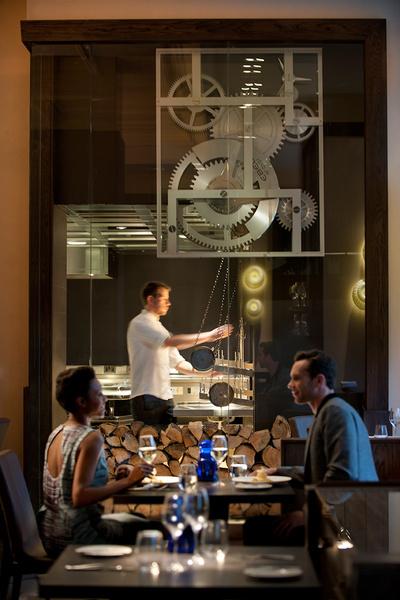 Ресторан The Dinner — любимое место в Лондоне. Шеф-повар — Хестон Блюменталь. Понятие smart идеально описывает и кухню, и обстановку, и персонал. 66 Knightsbridge, London SW1X 7LA.