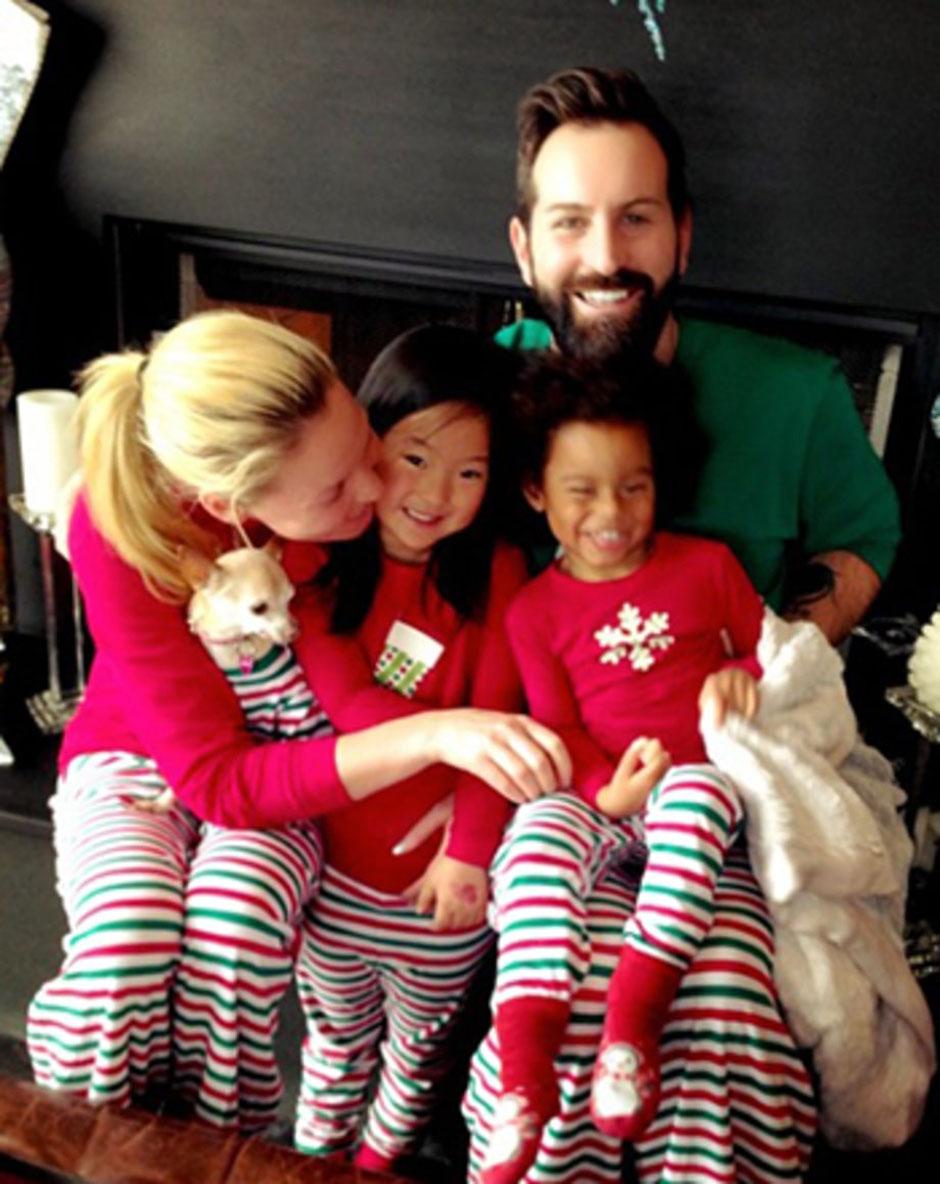 Кэтрин Хейгл с мужем и детьми
