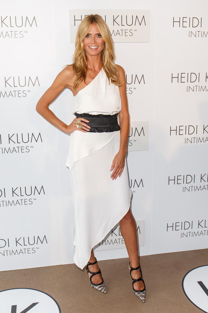 Хайди Клум в белом платье