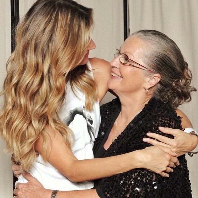 Жизель Бюндхен с мамой: фото