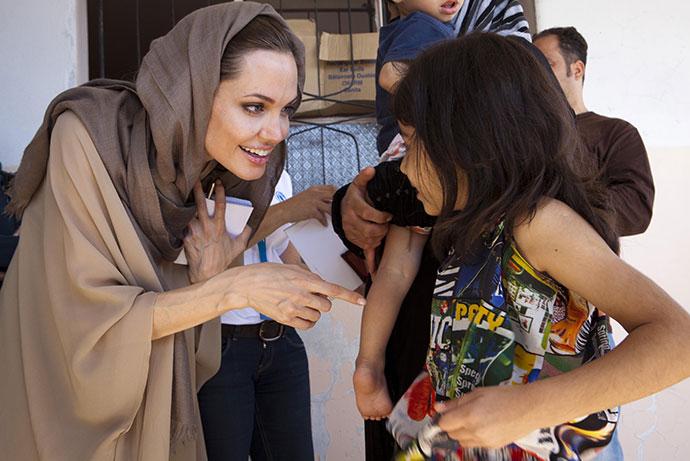 Анджелина Джоли во время визита в Сирию в 2012 году