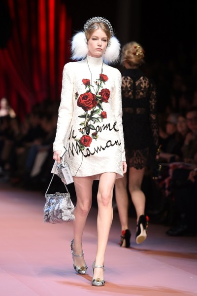 Дочки-матери: Dolce & Gabbana представили семейную коллекцию на Неделе моды в Милане | галерея [2] фото [22]