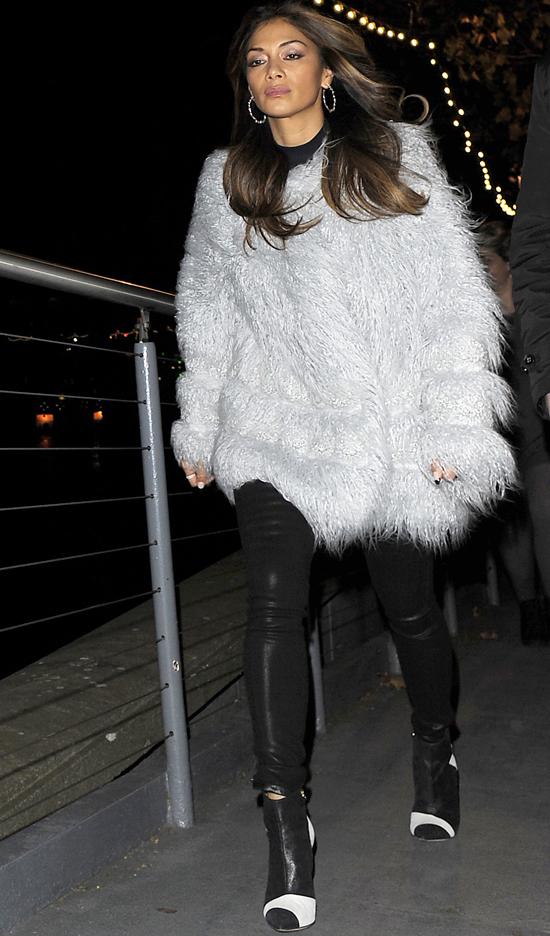 Николь Шерзингер на прогулке в Лондоне, 20 ноября 2014