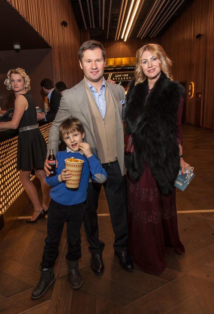 Алексей Немов с супругой и сыном