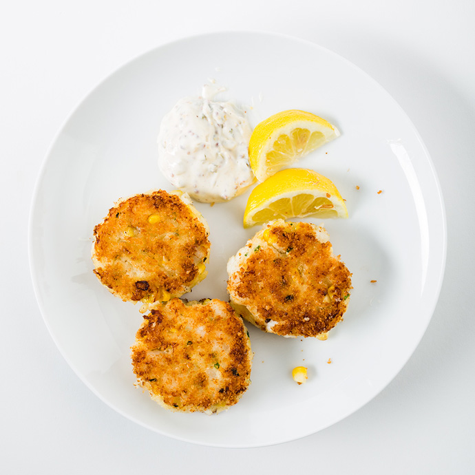 Котлеты из рыбы с кукурузой и соусом тартар