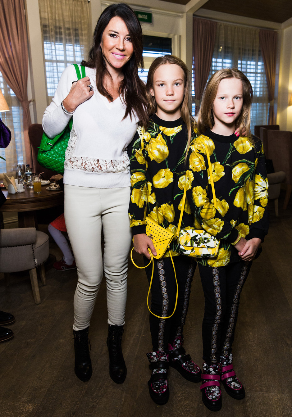 Ирина Чайковская с дочерьми Эллой и Илоной