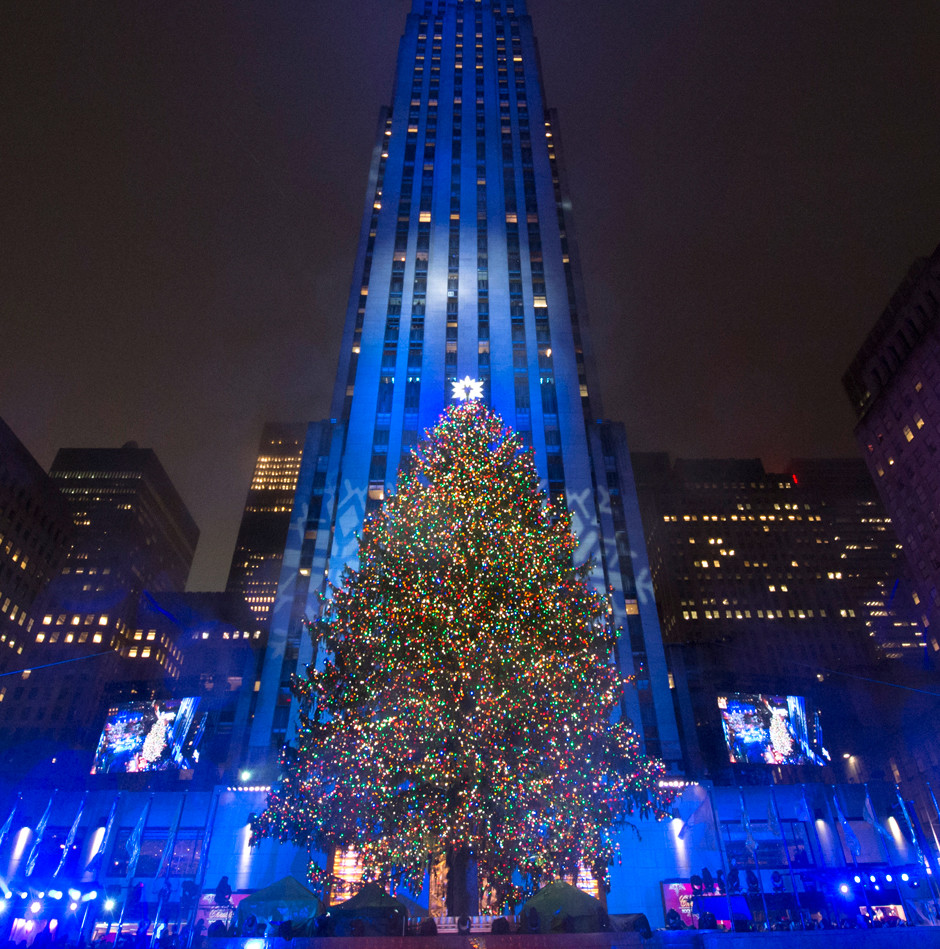 Главная елка Нью-Йорка возле Рокфеллер-центра