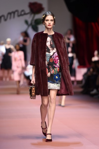 Дочки-матери: Dolce & Gabbana представили семейную коллекцию на Неделе моды в Милане | галерея [2] фото [18]