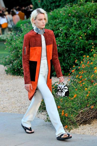 Показ круизной коллекции Louis Vuitton в Палм-Спринг | галерея [1] фото [27]
