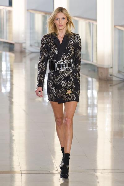 Показ Anthony Vaccarello на Неделе моды в Париже | галерея [2] фото [1]