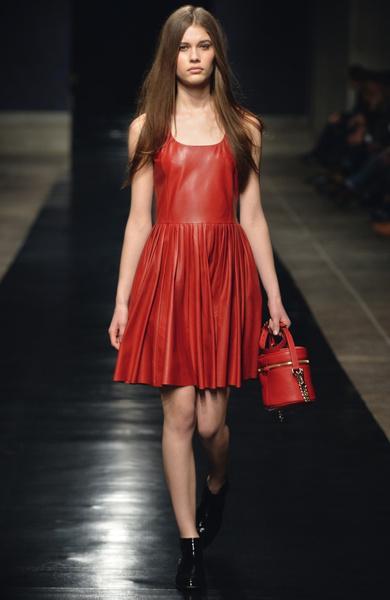 15 лучших красных платьев из осенне-зимних коллекций | галерея [3] фото [1]